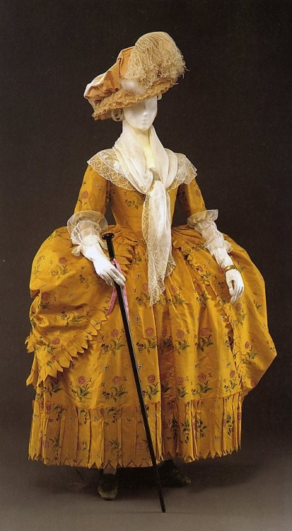 tawnyscostumesandcuriosities:   silk dress (Robe à la Polonaise) c. 1780-85 American
