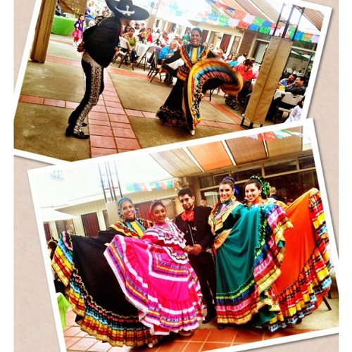 Doing what we love 💃❤ @adilishhh #corazonenflor #cincodemayo #corralitos #watsonville #folklorico #pamujeresjalisco #vivamexico  (at Holy Euchrist Church)