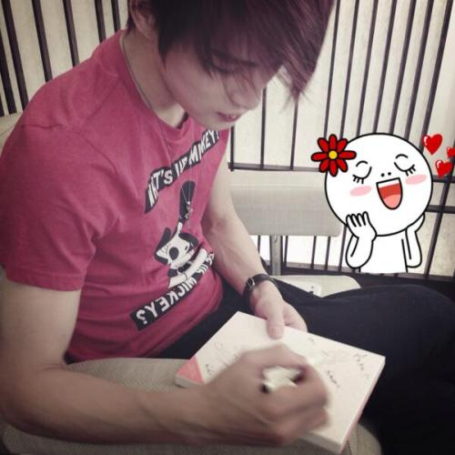 ehhhmmm mr. Kim Jaejoong can you pls. sign our marriage certificate? :)