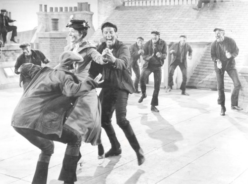 fuckyesdamejulieandrews:  Mary Poppins - 'Step in Time' Behind the Scenes