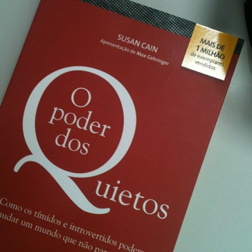 Leitura da semana! ^^ super me identifiquei com o título! #Quiet: The Power of Introverts in a World That Can't Stop Talking #SusanCain #Book #bookoftheweek (at Colégio Master)