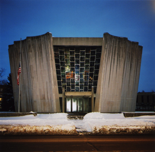 Temple Beth Zion…one of my favorite buildings in Buffalo.  The stained glass piece is by Ben Shahn.  My friend's dad used to call it 'the toilet bowl'.