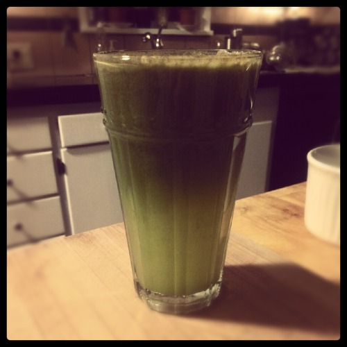 sustainable-sam:  Simple juice tonight.. and I completely spaced on grabbing more ginger at the store, it gives it such a nice spicy bite if that makes any sense. Anyways…this has carrots, apples, kale, oranges and lemons!