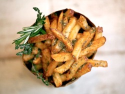 prettygirlfood:  Seasoned (Rosemary & Thyme) Fries