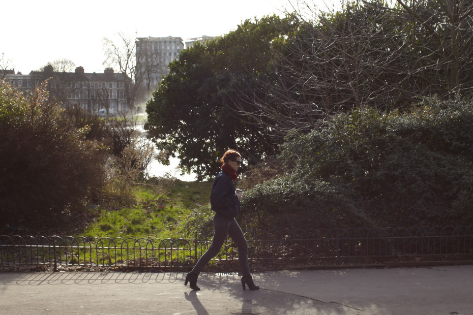 A sunny walk with Hanna Putz through Victoria Park in London. Photography by Thomas Lohr.
