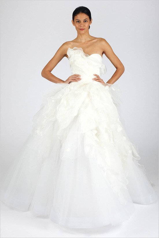 fuckyeahweddingideas:  Oscar de la Renta 2013 Bridal Collection