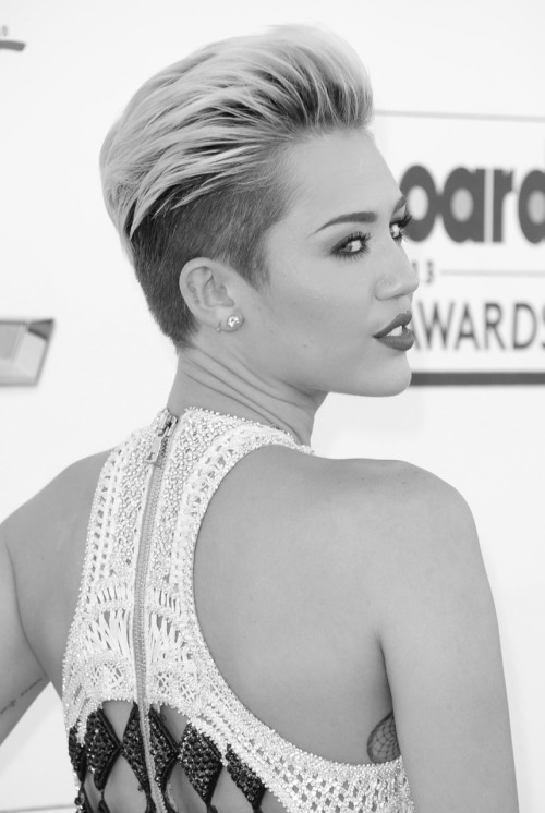 senyahearts:  Miley Cyrus in Balmain - Billboard Music Awards