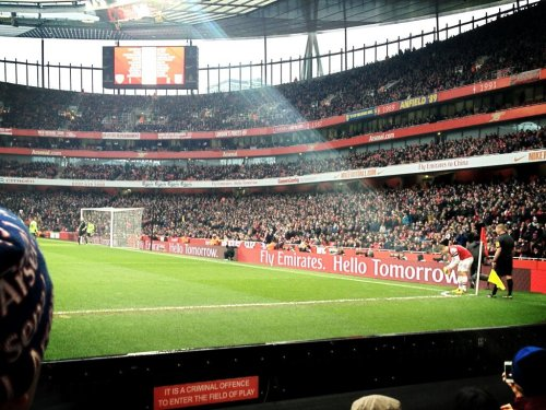 comeliveinmyheartshapedbox:  Beam off light shining down on Wilshere taking this corner. Best Jack Wilshere pic ever!
