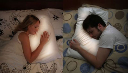 awesomephilia:  This long distance pillow lights up when the other person is sleeping on theirs