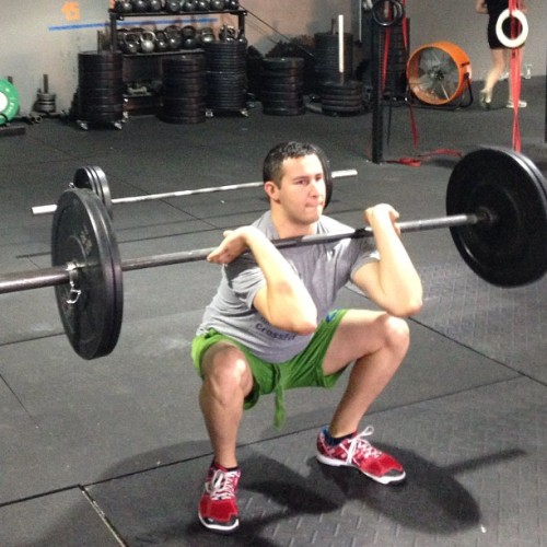 I'm going to have the best #frontsquat form. Doctors appointment on Friday for the shoulder… 😪🙈🏥 (at CrossFit Frenzy)