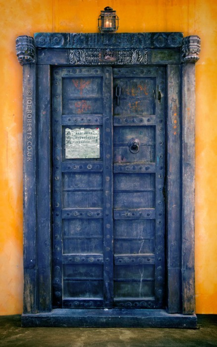 doctorwho:    Chameleon Circuit by *Joe-Roberts  I've often wanted a red door, but I think that desire just got bumped down to second place.