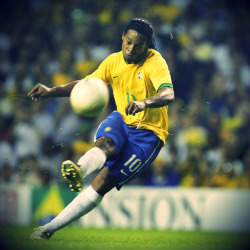 soccerdotcom:  Happy Birthday Ronaldinho!