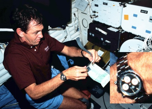 """October 1989… first Rolex Daytona in space!During the 4 days 23 hours STS-34 mission, astronaut & Naval aviator Michael """"Mike"""" McCulley wore his personal Rolex Daytona 6263 chronograph onboard space shuttle """"Atlantis"""".It was the fifth flight for """"Atlantis"""" and the fifth time the astronauts carried an IMAX camera onboard the orbiter to shoot images for the """"Wild Blue Yonder"""". The crew launched the unmanned Jupiter-bound Galileo probe and carried out a set of student-inspired experiments.Mike McCulley, who had served on several US Navy submarines before becoming a Naval aviator, had chosen to wear his personal manual winding Rolex Daytona 6263 chronograph with reverse Panda dial & screw down chronograph pushers.(Photo: NASA) #Rolex#Daytona#chronograph#6263#RolexWatches#Astronaut#Aviator#oysterbracelet#Atlantis#1989#GMT#Horology#horloges#horlogerie#jetpilot#Submariner#Submarine#military#montres#NASA#Navy#USAF#RolexHistory#Rolex-in-Space#spaceflight#space shuttle#MoonwatchUniverse#testpilot#pilotwatch#uhren"""