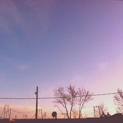 I'll never get bored of this view. 💜 #home #homesweethome #rooftop #roofline #tipofthetops #intheskywithdiamonds #sky #skyporn #sunset #montreal #mtl