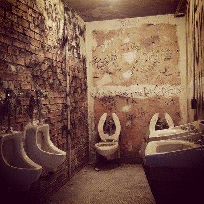 jennifersandra:  CBGB bathrooms recreated at the Met #punk #met #cbgb (at Punk: Chaos to Couture)  DIY Punk spaces officially considered art