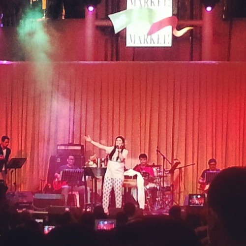 The Songbird @reginevalcasid performing here in Market Market