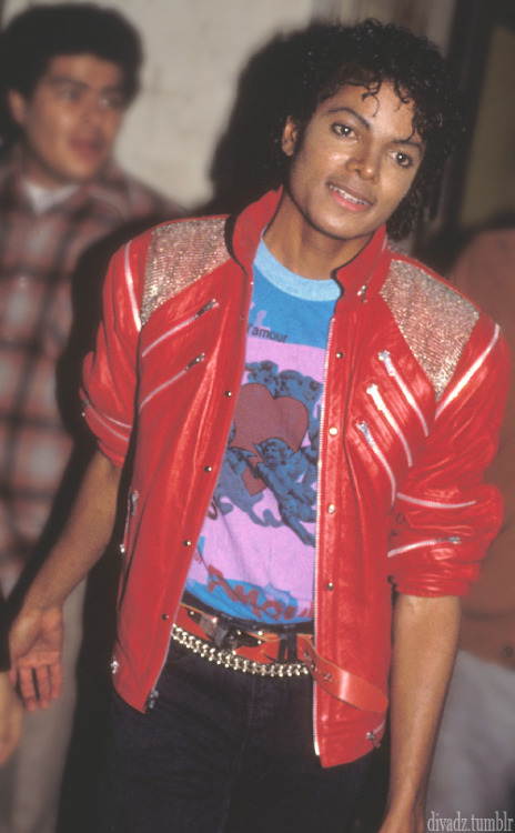 bancoopopulair:  divadz:  Quiero una chamarra asi =/   the thriller jacket is legendary