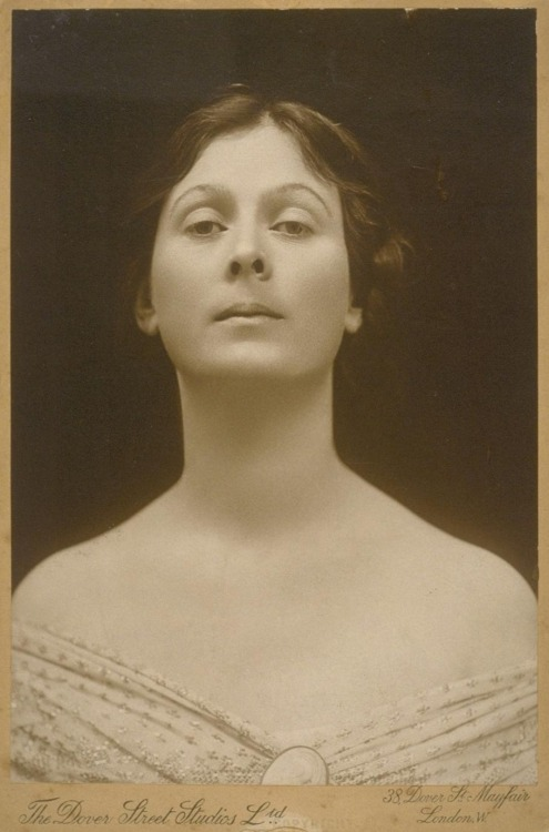 Isadora Duncan. On somedays one wants to be from another era…