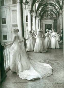 notverygreen:  Grace Kelly and her bridesmaids wait before her wedding