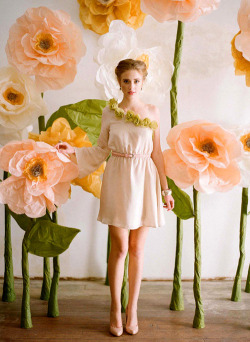DIY: {Giant} Paper Flowers |created by Ruche