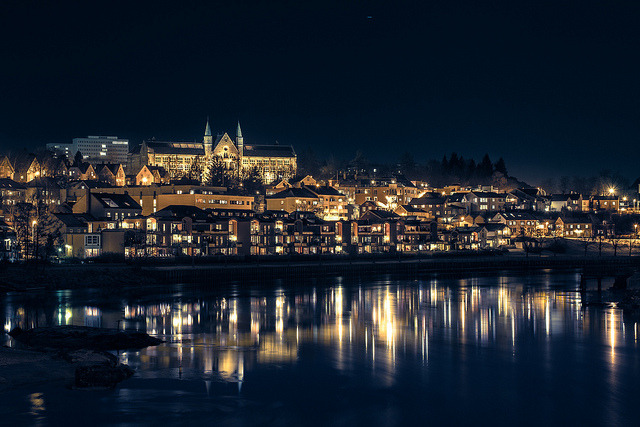 fynorway:  Trondheim by night (by Igor Barros Barbosa)