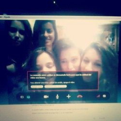 Da gusto hablar por skype con las tuyas!! #friends #skype #happy #long #time #all #together #grup #girls #valencia #spain #london #england #laptop #happy