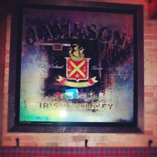 Awesome mirror! @n_nmomngade #jameson  (at Pipper Down and Olde World Pub)