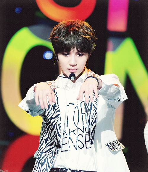 (24) shinee | Tumblr on We Heart It - http://m.weheartit.com/entry/60445653/via/Deborasramos   Hearted from: http://yeujin.tumblr.com/post/49592160976/please-release-me-from-your-invisible-deadly