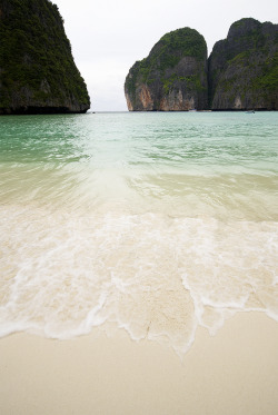 dearscience:  Maya Bay | The Beach