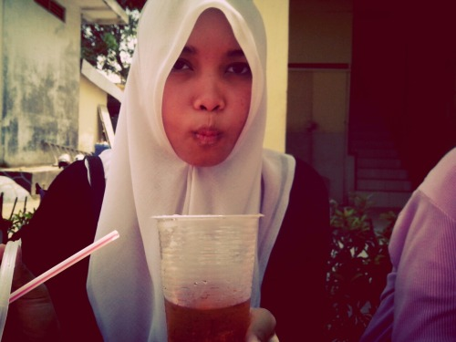 Shyra idiot gini-_- at Smpn 31 Batam – View on Path.