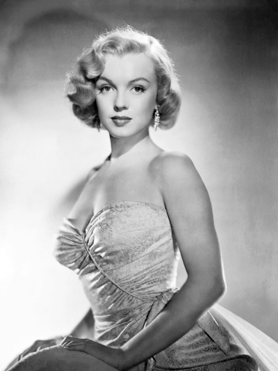 marilynandjayne:  Marilyn Monroe on a promotional picture for All About Eve (1950), photographed by Laszlo Willinger.