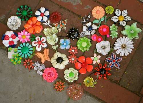 (via vintage enamel flower pins brooches. | Flickr - Photo Sharing!)