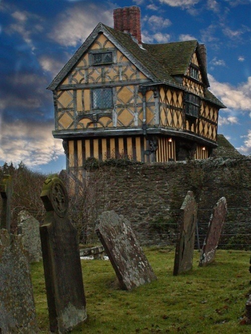 enchantedengland:  faerlyn: Stokesay Castle, Stokesay, Shropshire, England, UK    OH MY GOD THIS IS CLOSISH TO WHERE I LIVE.