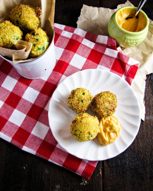 otfood:  Broccoli-Cheddar Hushpuppies  these look super-tasty! i love hush-puppies and i'm always on a kinda-passive, kinda-lazy mission to find recipes for them.