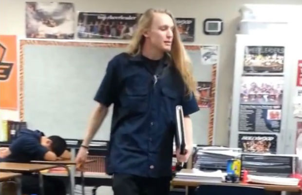 hellogiggles:  WATCH THIS STUDENT YELL AT HIS TEACHER FOR NOT DOING HER JOB by Blaire Bercy http://bit.ly/18Fjheo  Create excitement, teachers! Students in these days are lazy, make them excited! Make them curious to explore the knowledge!