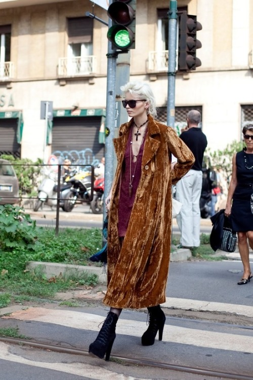(via dressing | 99% fat free / Abbey Lee Kershaw's street style continues to amaze and inspire me.)