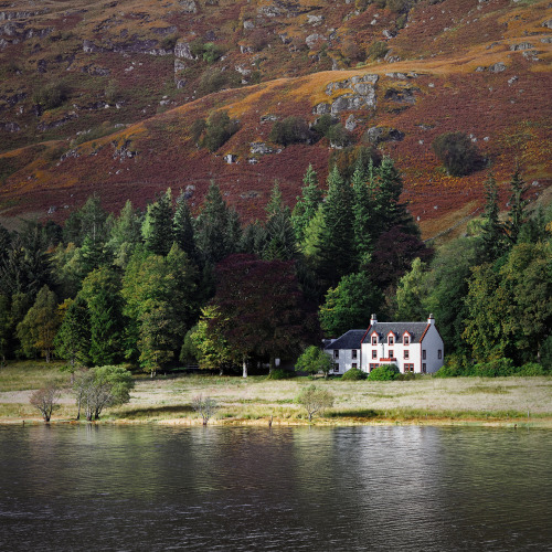 dominantlife:  allthingseurope:  Glengyle House, Scotland (by Graham Harris Graham)  π