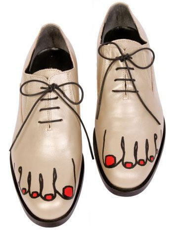 shutterhoney:  comme des garcons has been on my radar…1st 2010 shoes