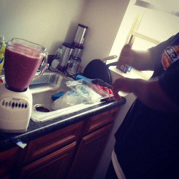 My mans @daweejameel on smoothie duty.