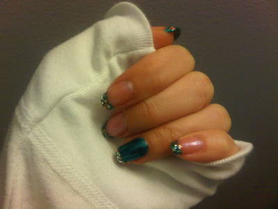 darklamb:  Added some sparkle to my nails tonight.