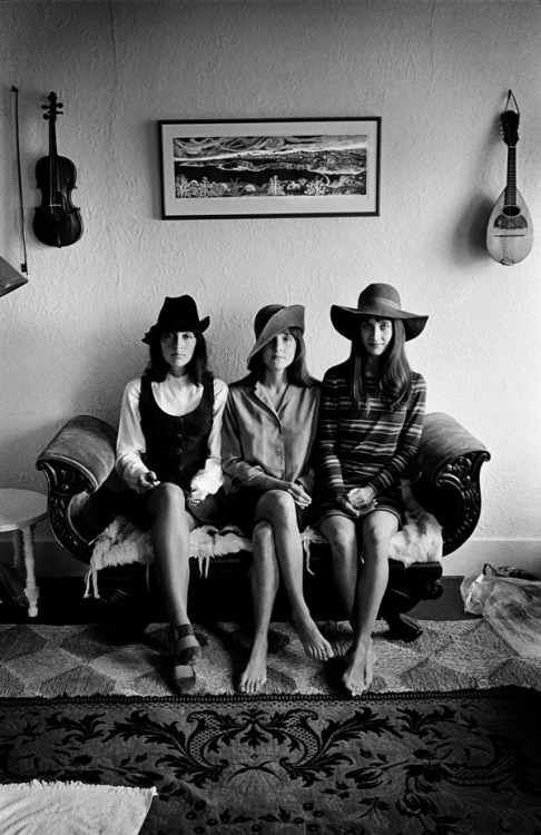 modcloth:  Joan Baez and her sisters, as photographed by Jim Marshall. San Francisco, 1968. (via Flavorwire)