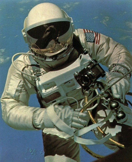 deepspacelove:  Astronaut Edward H. White floating around in space, photographed by Gemini IV