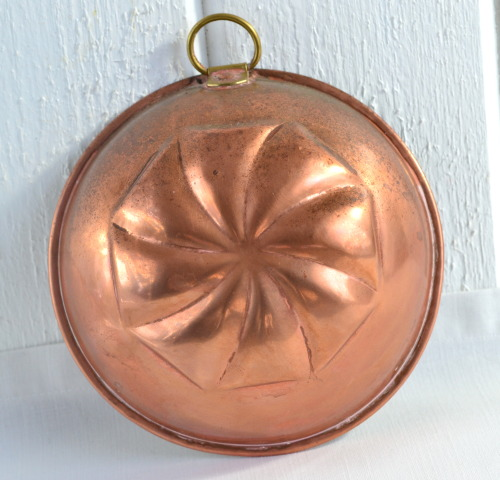 Vintage Swedisg copper mold  SOLD www.etsy.com/listing/120063545/copper-jello-mold-with-swedish-vintage