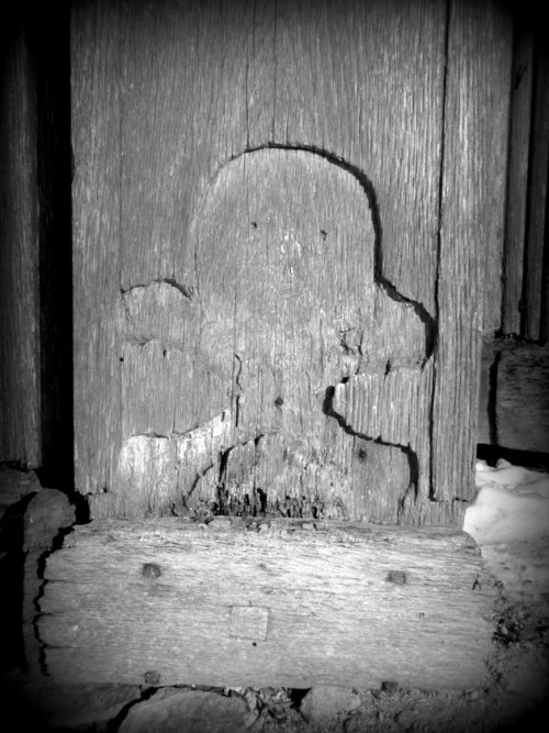 totenkopf - part of the door to the tomb