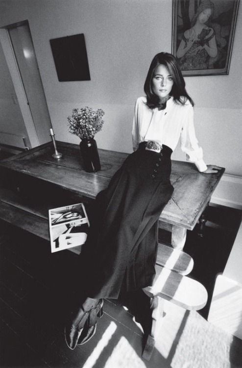 b22-design:  Charlotte Rampling - fashion Yves Saint Laurent - Paris Vogue France - 1970