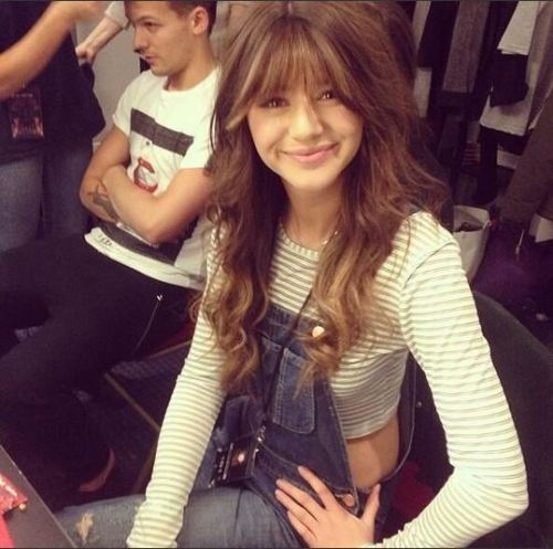 kaityloves1d:  1dprefss:  gee how abOUT NO ELEANOR  Why is she so beautiful !!  She is so adorable !!!