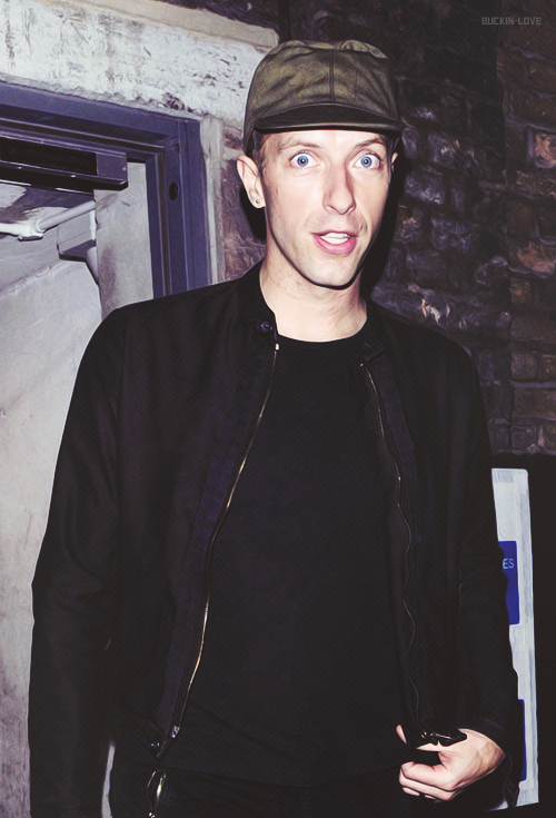 buckin-love:  → 39/50 pictures of Chris Martin