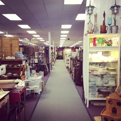 Antiques for days. (at Knights Bridge Antiques)