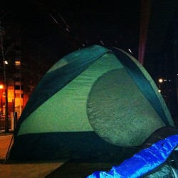 The Brooklyn tent. Tried & failed to escape the cold that was Saturday night. #neverforget #nyc #newyork #brooklyn #tent #greenday #liningup #camping #homeless #barclayscenter  (at Barclays Center)