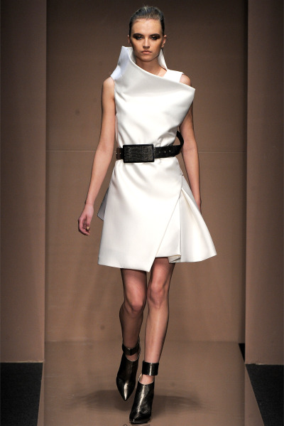 Volúmen. Gianfranco Ferré - Fall/Winter 2013.